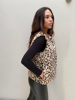 AW21 Fur Cheetah body warmer side hands in pocket