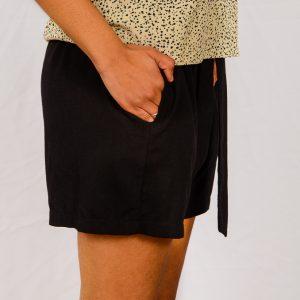 SS21 Black Paperbag Short side close up
