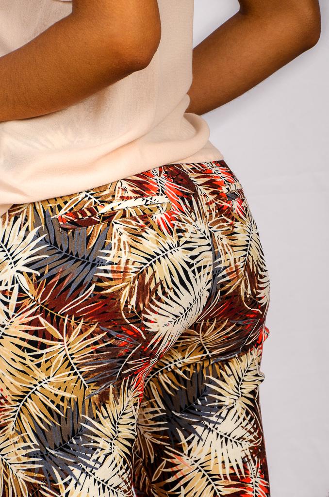 SS21 Slimpant Red & Beige Leaf print bum
